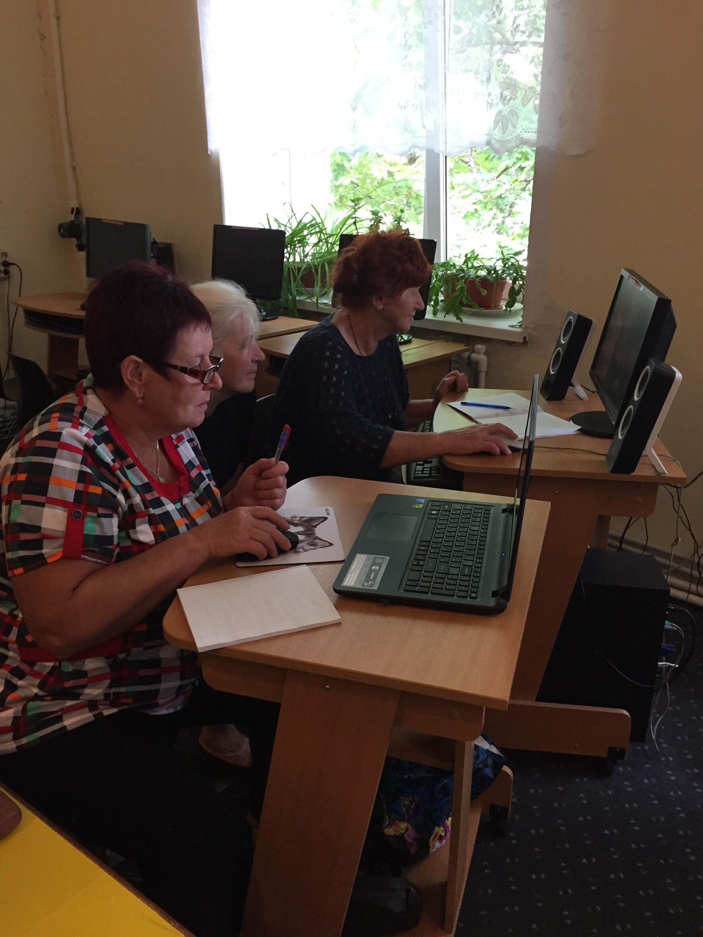 В Новозыбкове работает Компьютерный клуб для пенсионеров