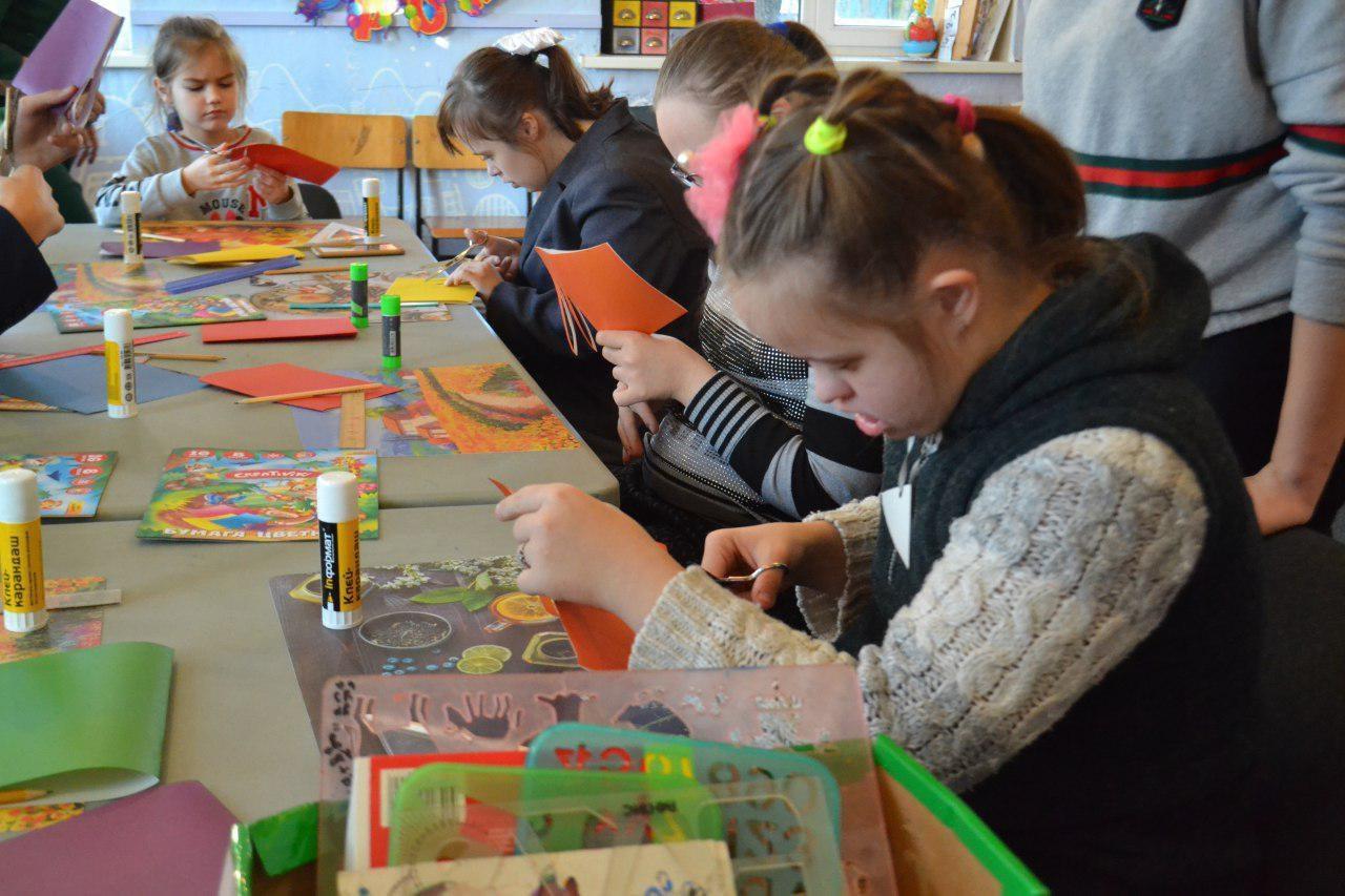 В социально-реабилитационном центре «Радимичи» начали делать поделки к Новому году!