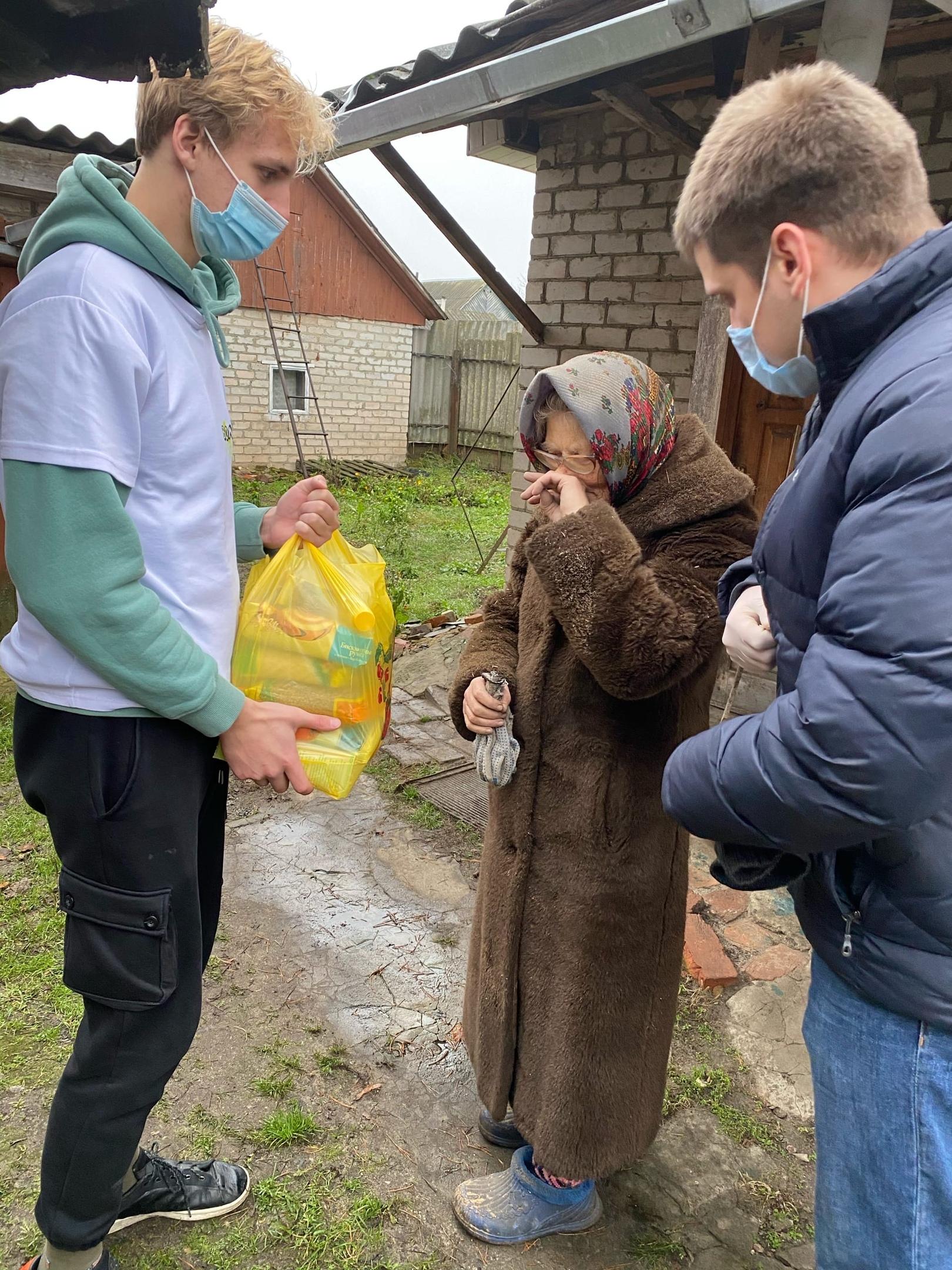 Добровольческая служба «Радимичи» помогает людям старшего поколения.