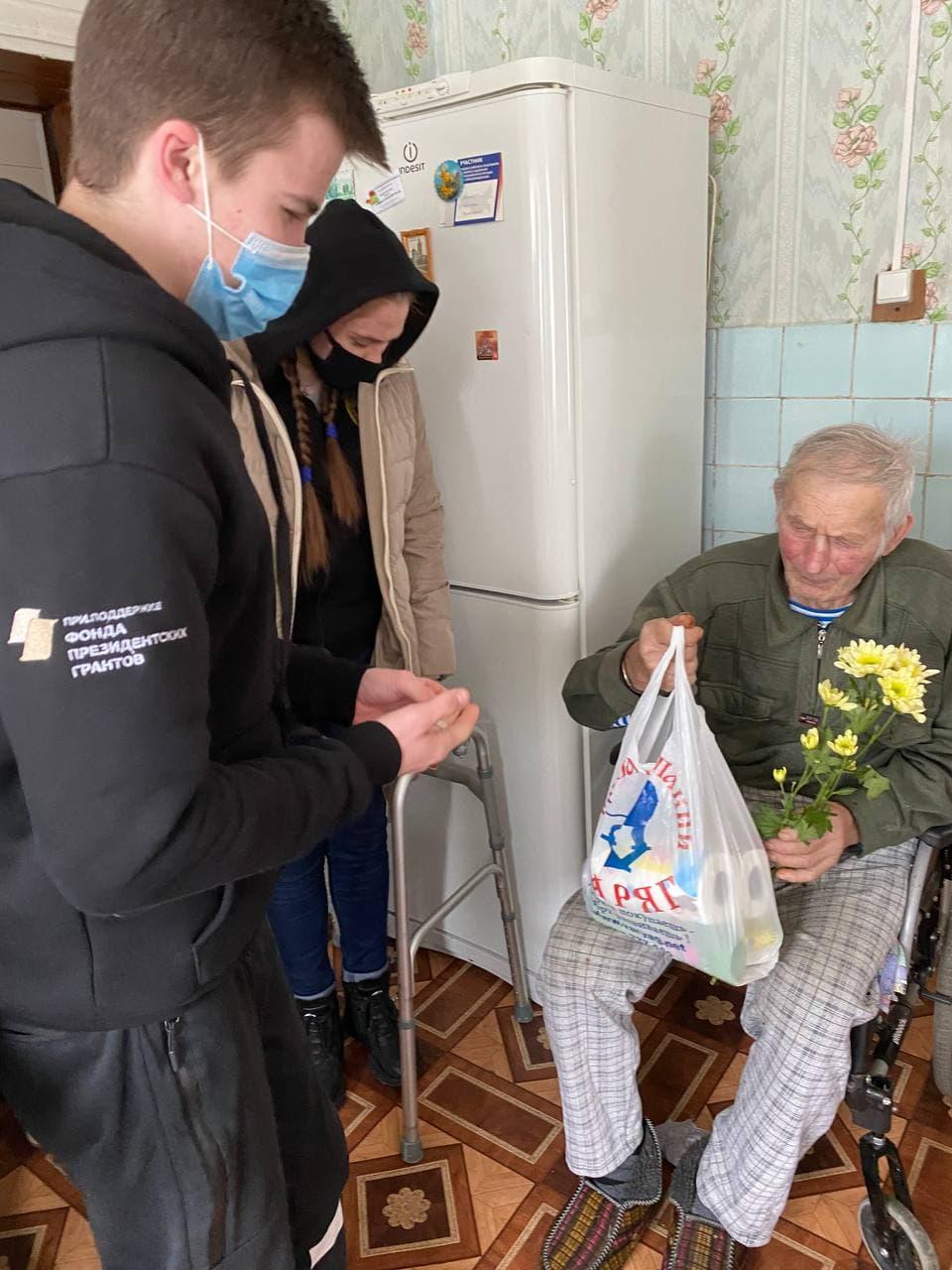 Добровольцы-радимичи поздравили ветеранов с Днем Защитника Отечества.