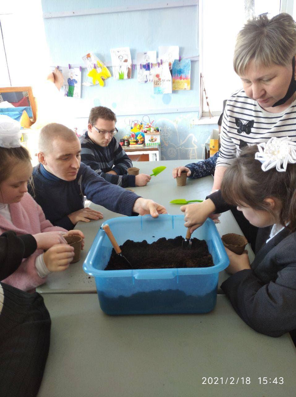 В Социально-реабилитационном центре «Радимичи» начались занятия по растениеводству.