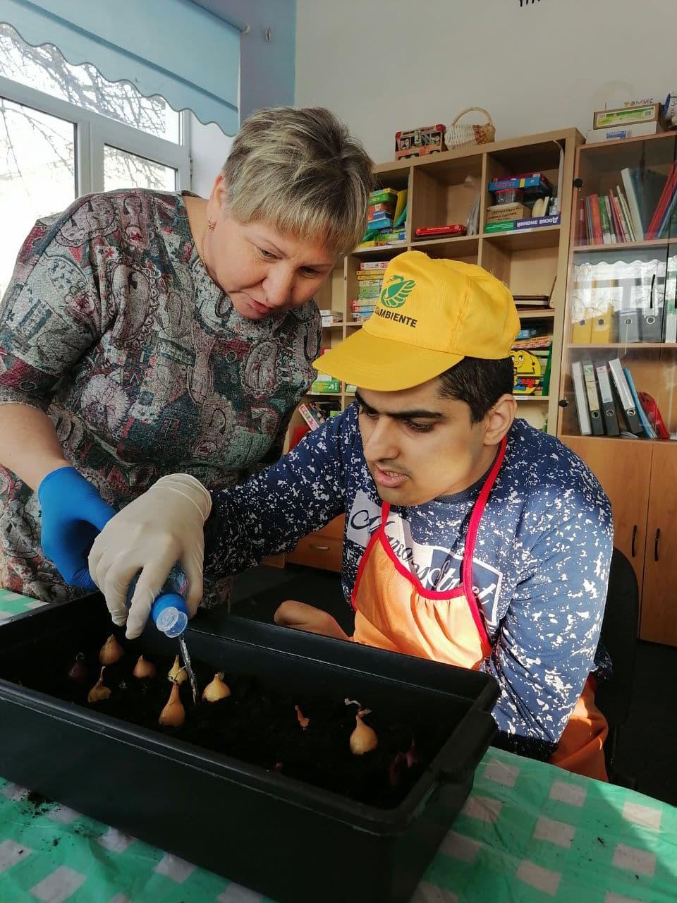 В Социально-реабилитационном центре «Радимичи» начались занятия по растениеводству