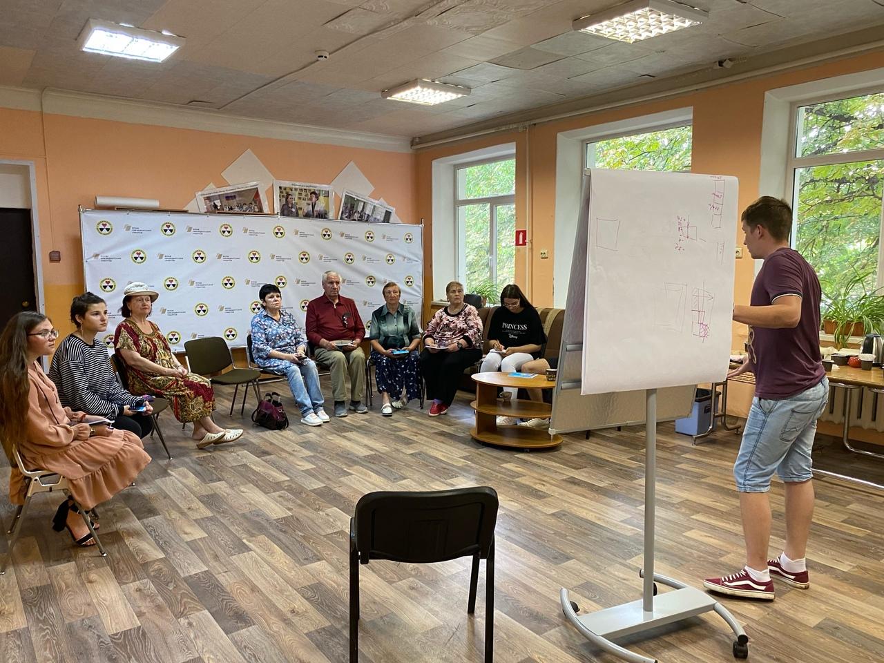 Для пожилых людей в общественной организации «Радимичи» провели лекцию о вакцинации